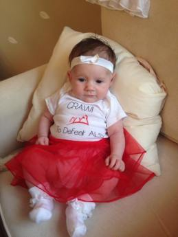 Arabella crawlin' to defeat ALS!